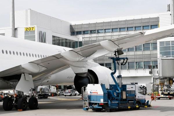 Betankung eines Flugzeugs (Foto: FMG)