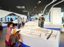 Das 55 Quadratmeter große Airport City Modell lädt Gäste auf virtuelle Entdeckungstour ein. (Foto: Fraport)