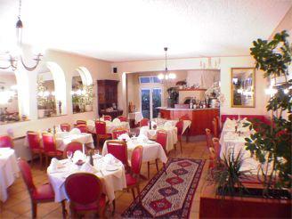 08-0738 restaurant