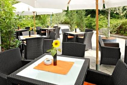 Restaurant_Au+ƒenterrasse