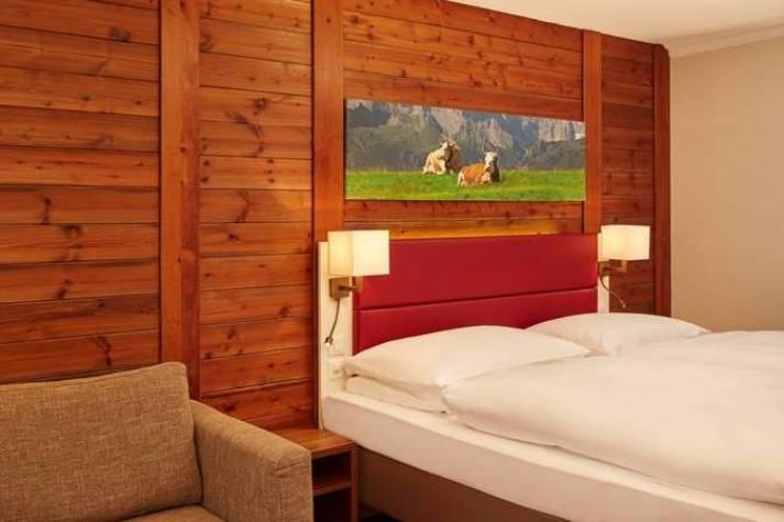 zimmer-superior-doppelzimmer-01-hplus-hotel-engelberg-713x475