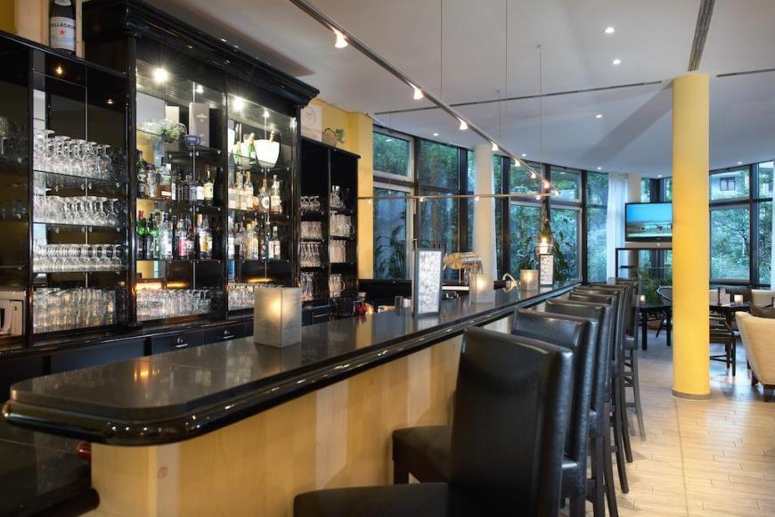 A HEN21-hotel bar1.high res 1