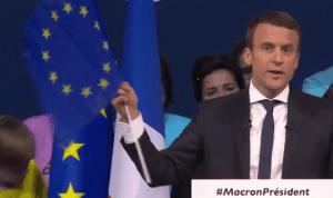 Emmanuel Macron mit EU-Flagge