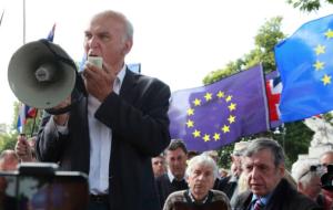 Großbritannien-Liberale-Vince Cable mit Megaphon