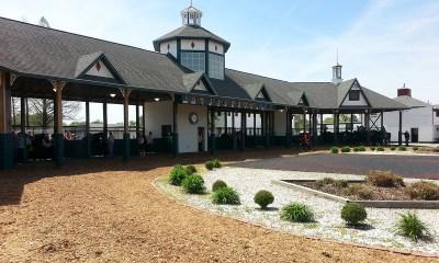 Illinois Governor Visits Fairmount Park Racetrack to Tout Gambling Expansion