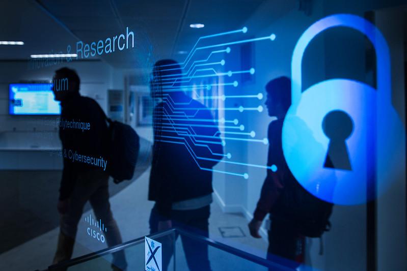 Les députés européens souhaitent une législation plus contraignante sur les services numériques et l'intelligence artificielle