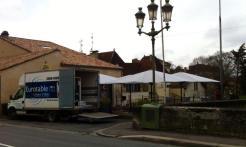 LE BISTROT D'EN FACE, Bergerac, Montage des parasols par notre équipe