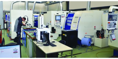 Even if the lean manufacturing project is not finished yet and that machines are moving around regularly, the workshop is nice and people completely involved in the company's success.