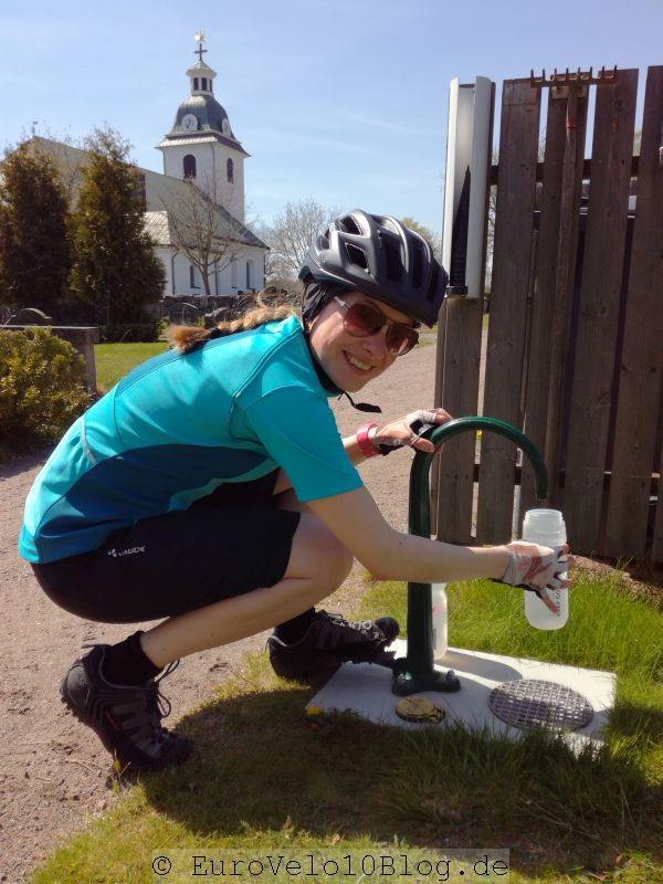 EuroVelo10Blog Etappe 8: Wassernachfüllen am Friedhof
