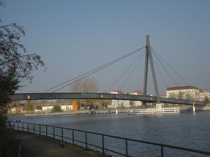 Puente Kaisersteg de Berlín
