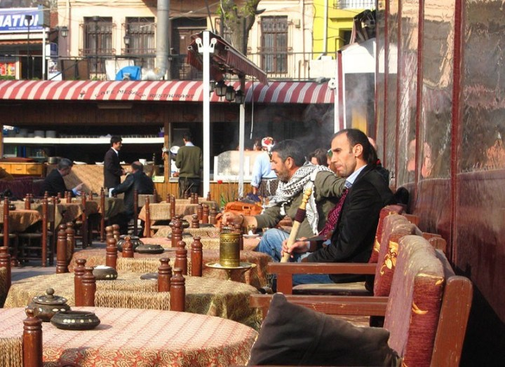 Fumando Narguile en Estambul
