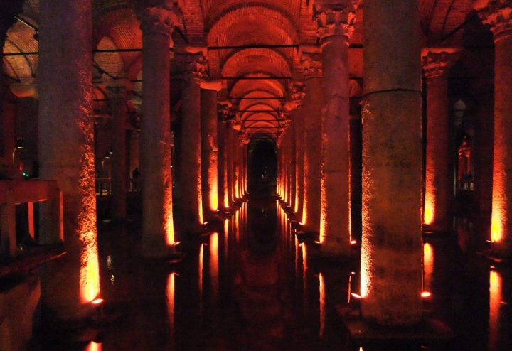 La antigua Basílica Cisterna en Estambul