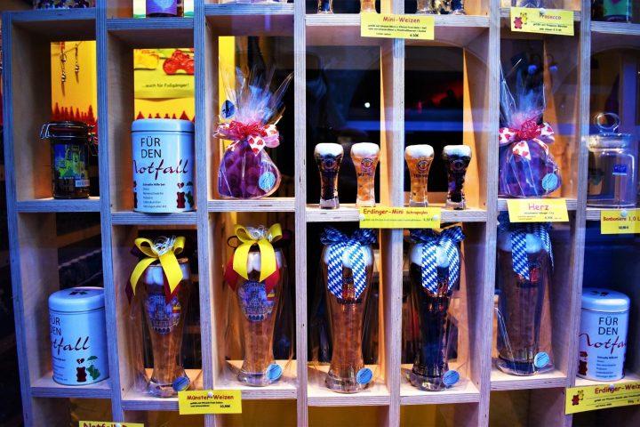 Ositos de gominolas en una jarra de cerveza