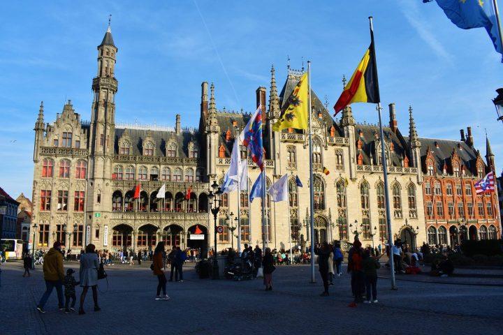 Corte Provincial de Brujas en la Plaza Mayor