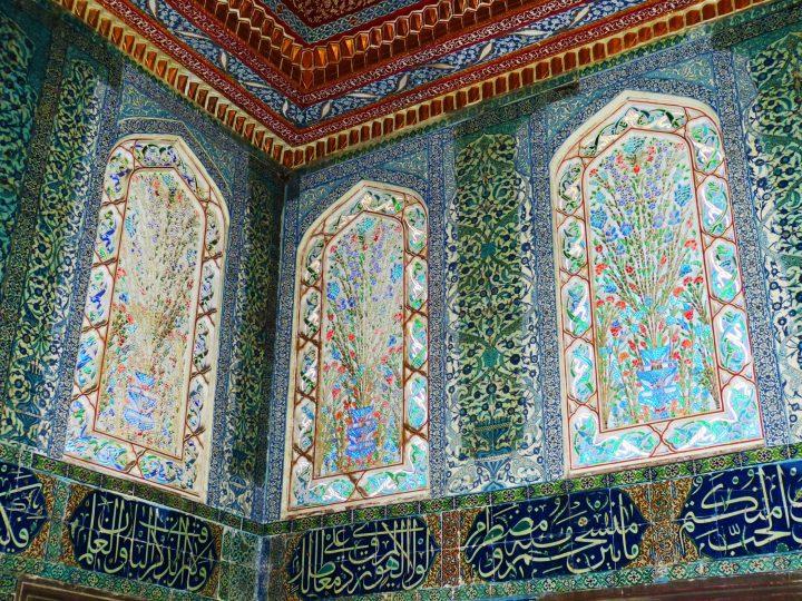Decorative islamic ornaments in Topkapi Palace in Istanbul