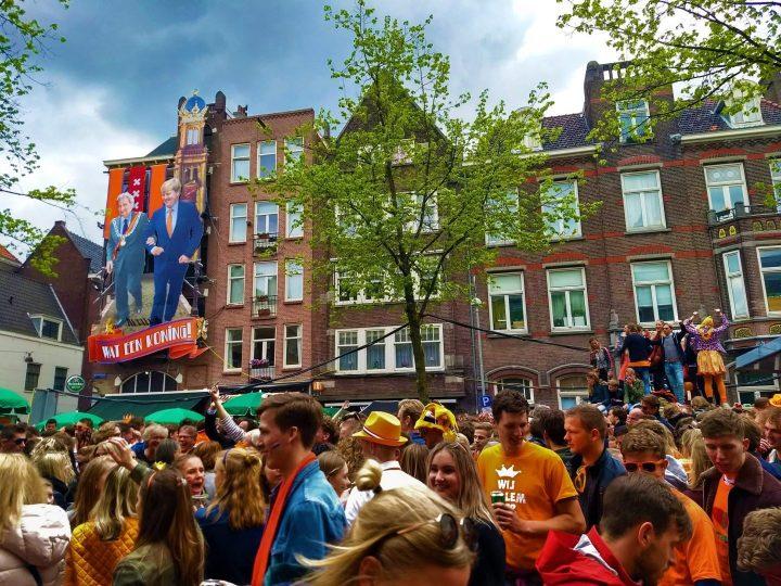 Fiesta en las Calles de Ámsterdam en el Día del Rey