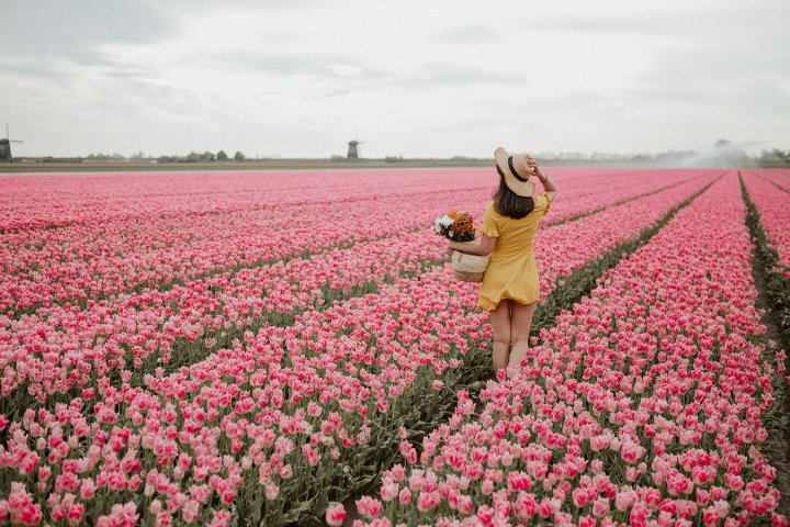 Nada ensalza la belleza femenina más que las flores