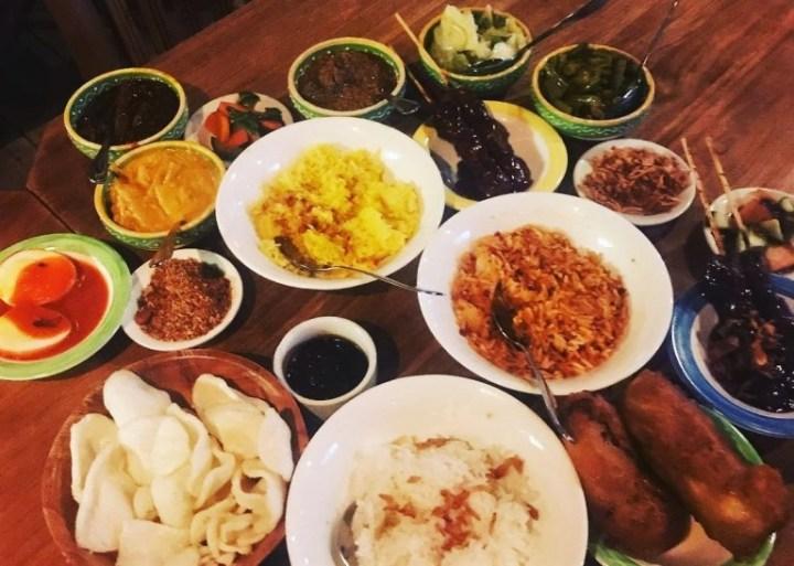 Rijstaffel - comida de indonesia