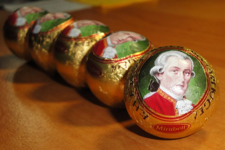 Mozartkugeln bonbons. Photo by Yike G under license CC BY-SA 3.0