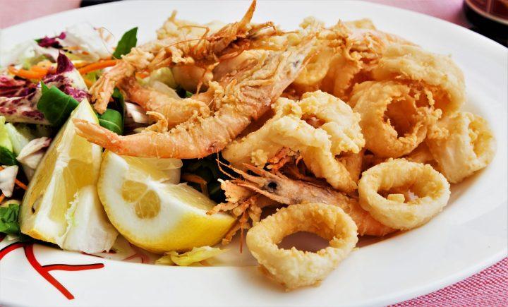 Fried squid - calamari - with shrimps