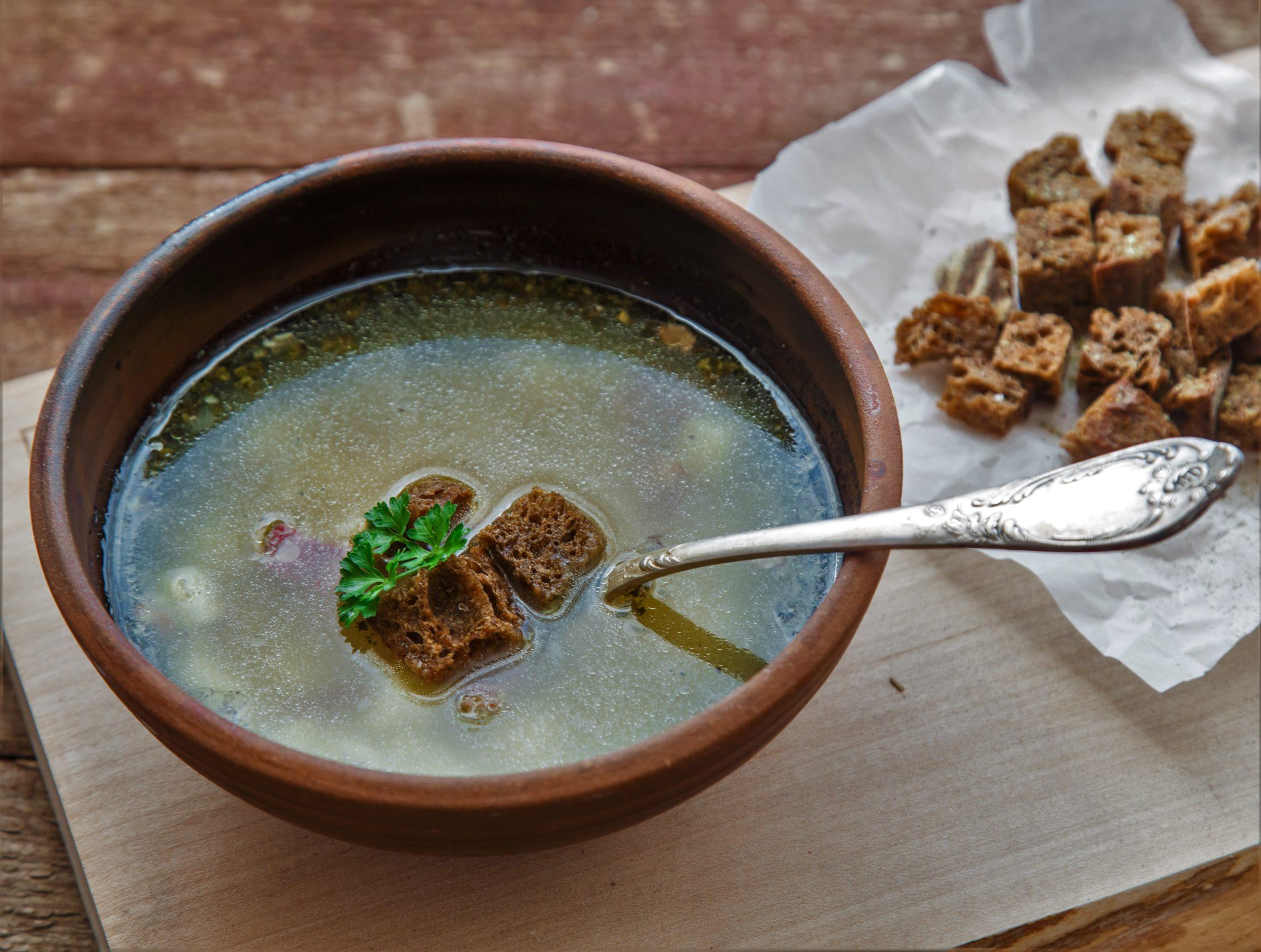 Česnečka - tradicional sopa de ajo