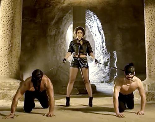 Timbelle – le passé sulfureux de Miruna, la chanteuse du groupe, risque de compromettre sa participation en Ukraine ! – ( April fool )