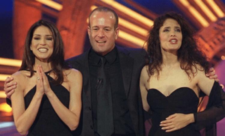 photo des présentateurs de l'Eurovision 1999.