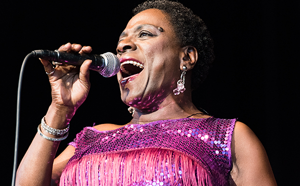 sharon jones - mic
