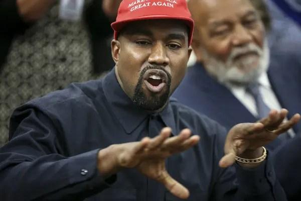 Kanye+West+Trump+Hosts+Kanye+West+Former+Football+biM2YS26P_wl