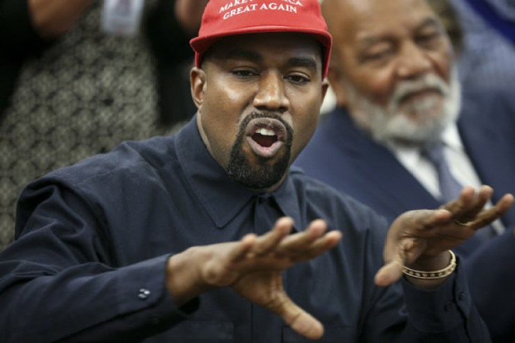 Kanye+West+Trump+Hosts+Kanye+West+Former+Football+biM2YS26P_wl