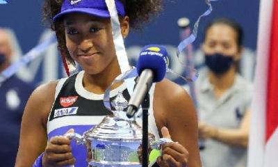 Naomi Osaka1 with 2020 US Open trophy - gettyimages-1272157943