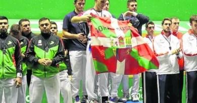 El Gobierno Vasco defiende al pelotari que mostró una ikurriña en el podio,