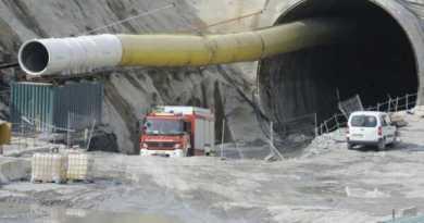 Investigan el incendio en una máquina de las obras del TAV en Elorrio,