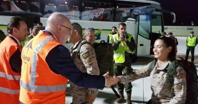 Los últimos miembros del contingente de las Fuerzas Armadas destinado en  Irak aterrizan en Foronda,