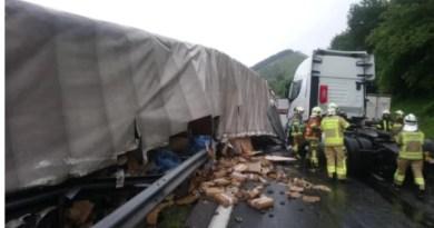 Fallece el conductor de un camión al incendiarse el vehículo tras un accidente por una avería en Andoain,