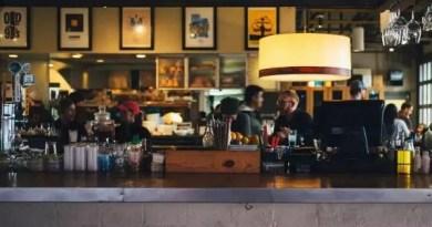 Se niega a pagar lo consumido en una cafetería de Bilbao y amenaza con un cuchillo a los camareros,