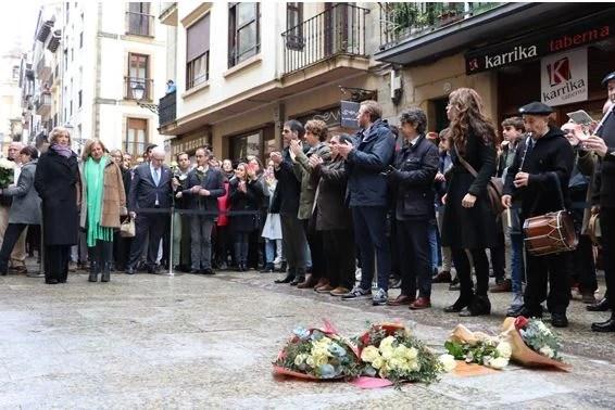 En memoria de Gregorio Ordóñez, el consistorio coloca una placa en su homenaje,