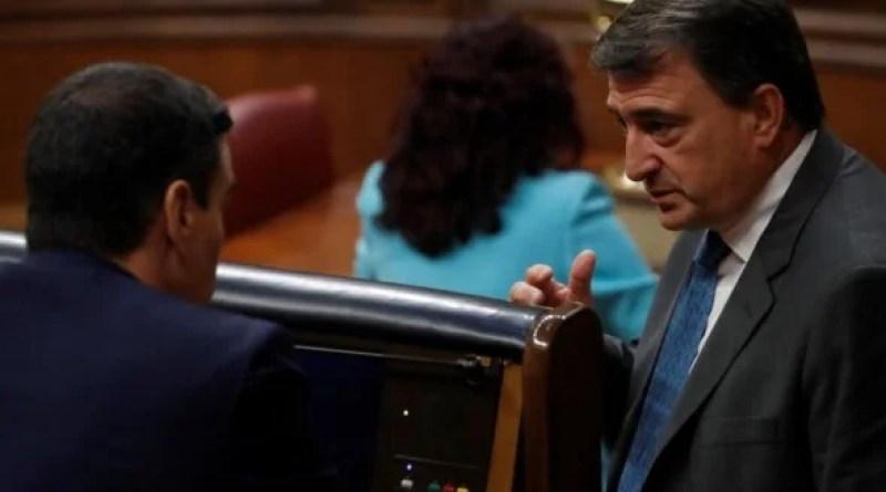 """El PNV cree que el """"clamoroso silencio"""" del Rey sobre su ausencia en Barcelona """"alimenta la crispación"""","""