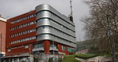 Detenido un hombre con numerosos antecedentes en Bilbao por robar en un turismo,