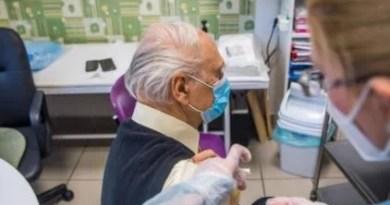 Euskadi recibirá este miércoles las 6.850 primeras dosis de Janssen, dirigidas a personas de entre 70 y 79 años,