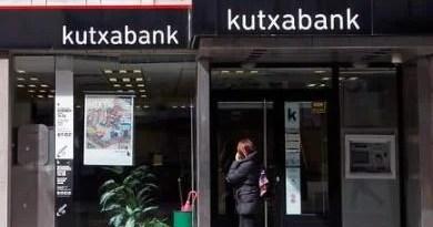 Kutxabank renovará sus tarjetas por modelos más sostenible fabricado de PVC sin huella de carbono,