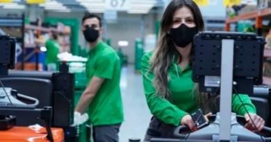 Mercadona invierte más de 5 millones de euros al año en mascarillas corporativas higiénicas reutilizables para su plantilla,