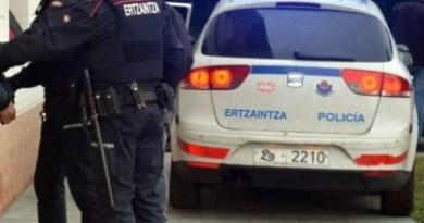 Detenidos tres varones en Urretxu, Lazkao y San Sebastián por pornografía infantil a través de internet,