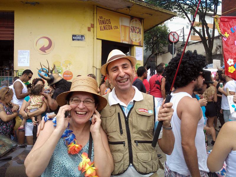 papai-mamae-manual-sobrevivencia-no-carnaval