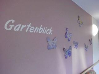 Schmetterlingsschwarm_Flurwand Pflegeheim