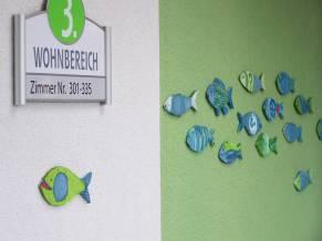 Fischschwarm_Flurwand Pflegeheim_Ton