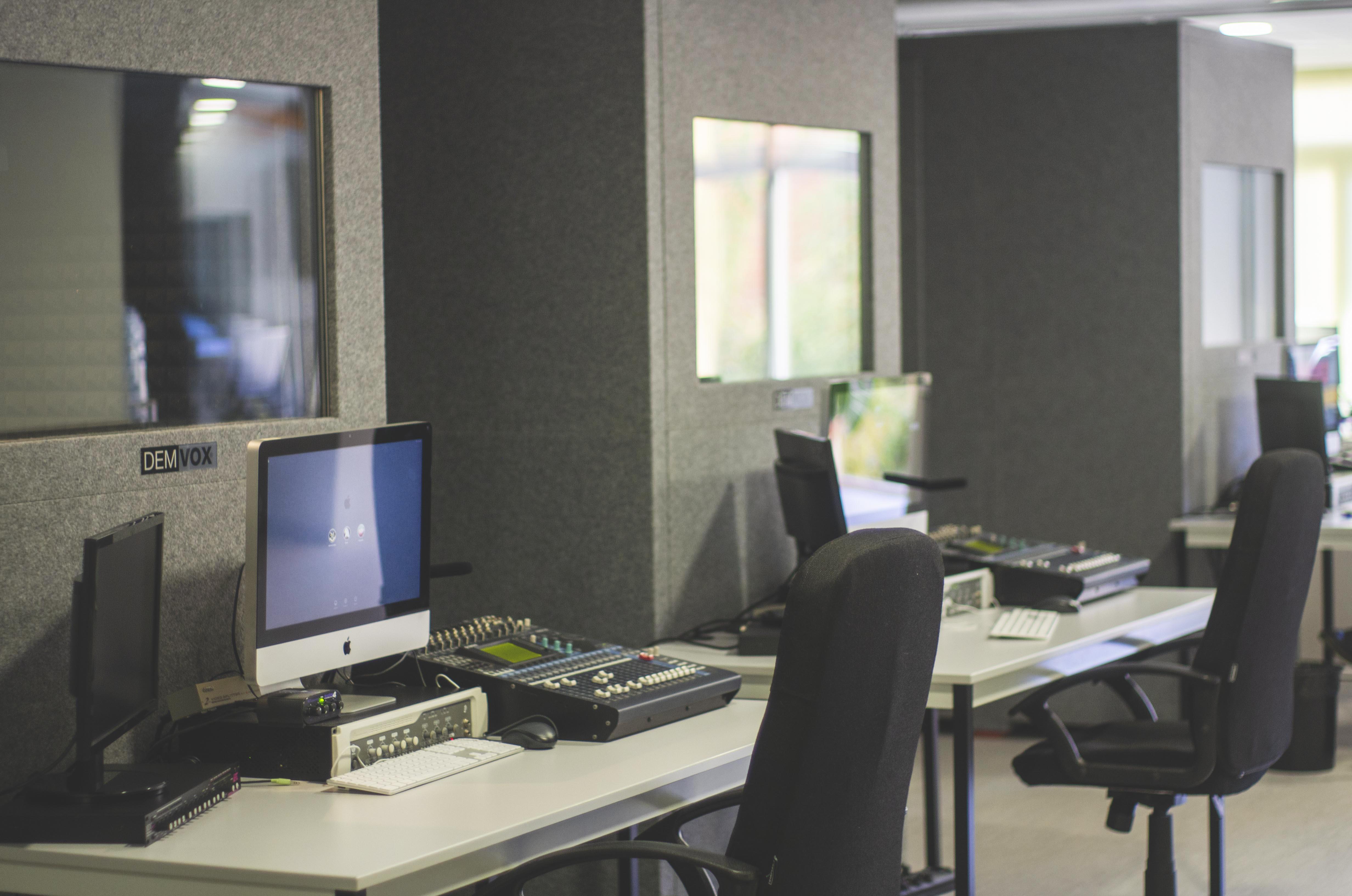 Eclair V&A actualiza su studio de Paris y abre uno en Barcelona