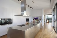kitchen-with-stainless-steel-countertop