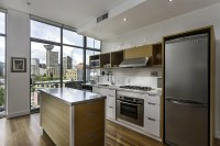 mobile-kitchen-island-with-stainless-steel-kitchen-countertops