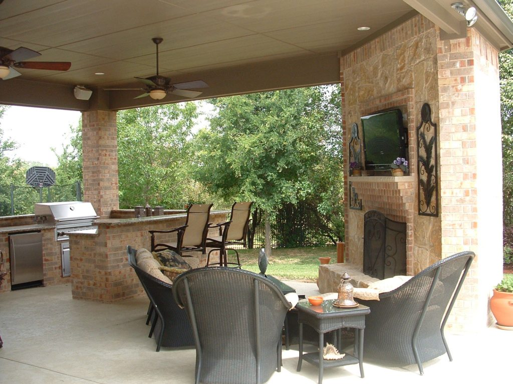 outdoor-kitchen-and-fireplace-design